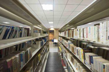 Hệ thống sách tại Thư viện HIU
