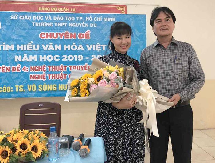 HIU giảng dạy Việt Nam học cho học sinh THPT Nguyễn Du