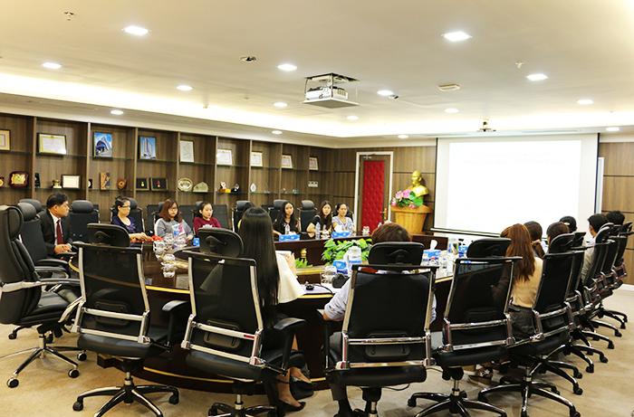 Phụ huynh và sinh viên Ngành Hàn Quốc học HIU tại buổi gặp mặt