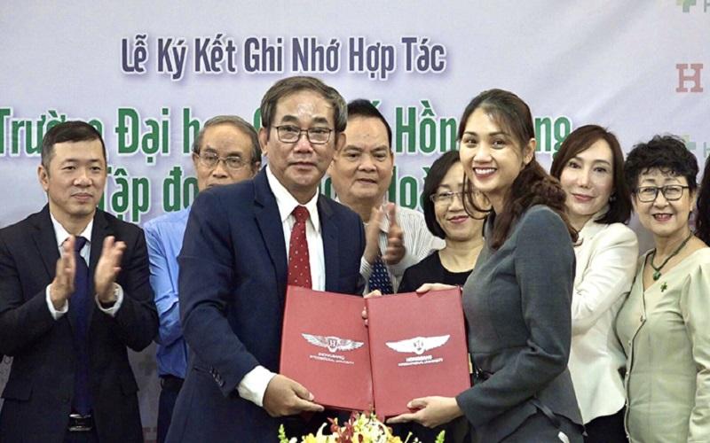 ĐHQT Hồng Bàng hợp tác với Tập đoàn Y khoa Hoàn Mỹ đào tạo và phát triển nhân lực y tế