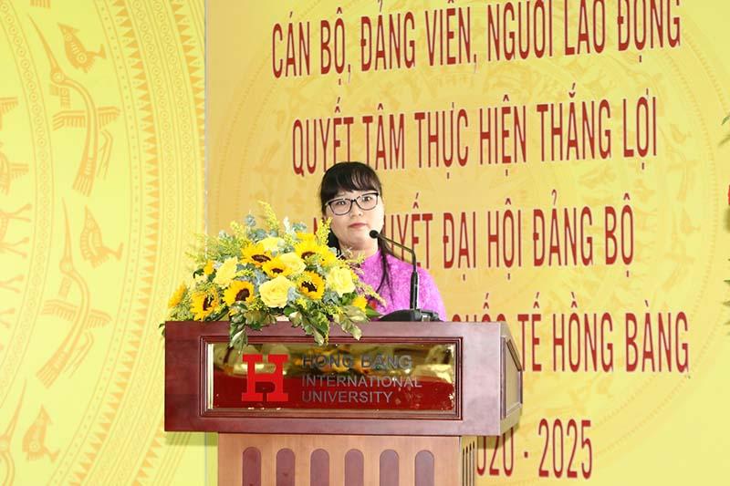 Đ/c Đặng Thùy Khánh Vân, Ủy viên Ban Thường vụ - Trưởng Ban Tuyên giáo Đảng ủy Khối phát biểu chỉ đạo đại hội