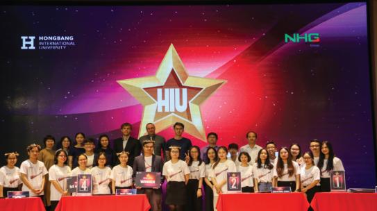 """Sinh viên HIU """"tranh tài"""" kiến thức và """"khoe"""" khả năng nói tiếng Anh lưu loát tại Chung kết HIU English Contest 2020"""
