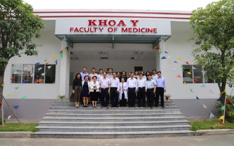 Trường Đại học Quốc tế Hồng Bàng làm việc với Cục Khoa học công nghệ và Đào tạo, Bộ Y tế