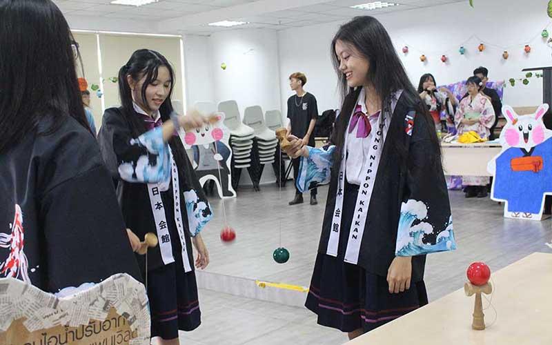 """Nhiều điều bất ngờ trong """"Lễ hội Tsukimi"""" tại HIU"""