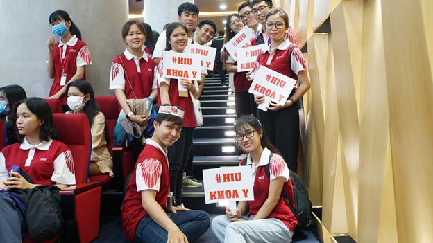 Sinh viên Khối ngành Sức khoẻ HIU trong ngày Đón tân sinh viên HIU
