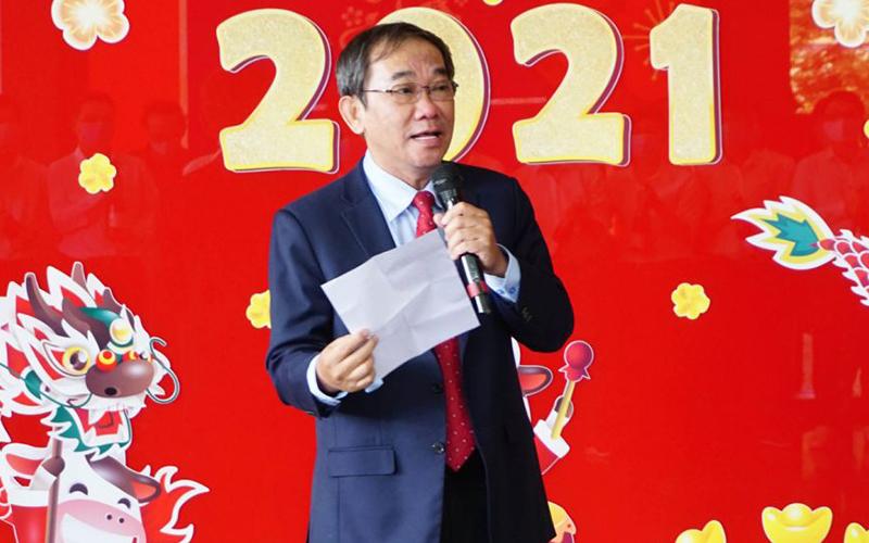 NGND HO THANH PHONG Phía sau đôi mắt Thầy Hiệu trưởng NGND Hồ Thanh Phong trong ngày đầu năm