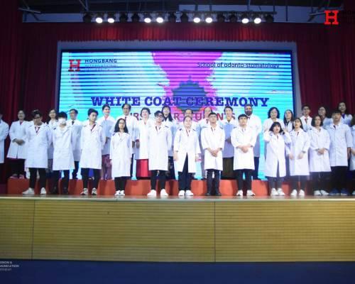 Xúc động Lễ trao áo blouse trắng của sinh viên Khoa Răng Hàm Mặt