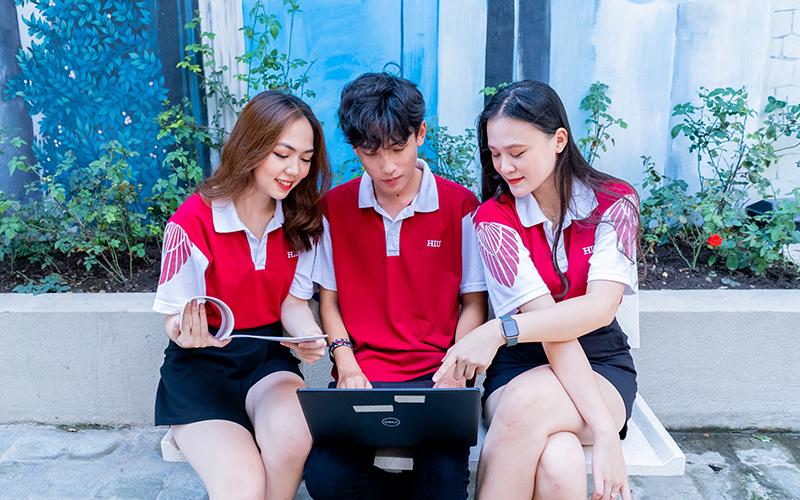 Sinh viên Đại học Quốc tế Hồng Bàng