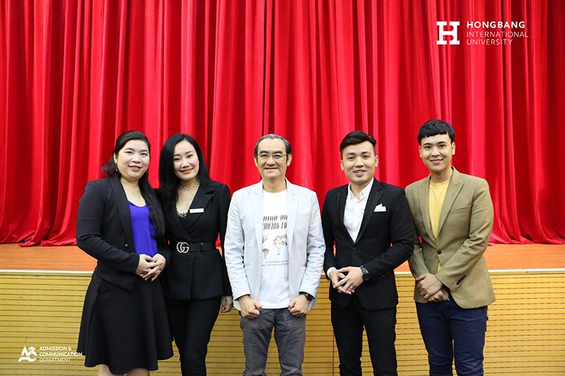Đại diện Thầy cô HIU chụp ảnh lưu niệm cùng hai diễn giả khách mời