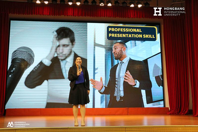 Founder English For Ceo, Co-Founder Educomerce – startup sở hữu dự án Người nhân tạo – Digital Human 2021 – Chị Huỳnh Thị Cẩm Bình giao lưu với sinh viên