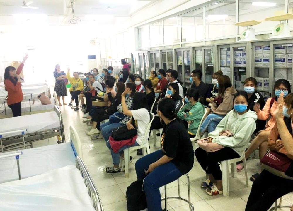 Các bạn sinh viên chuyên ngành điều dưỡng, Đại học Quốc tế Hồng Bàng hào hứng mong muốn tham gia chương trình đào tạo thực tập điều dưỡng tại Nhật.