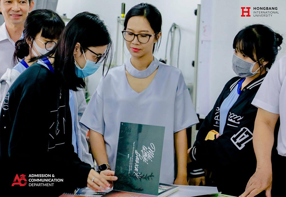 THPT Thủ Thiêm tham quan Trường Đại học Quốc tế Hồng Bàng