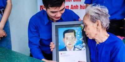 """Sinh viên HIU và dự án """"Phục hồi di ảnh Mẹ Việt Nam Anh hùng, Liệt sĩ"""" ý nghĩa"""