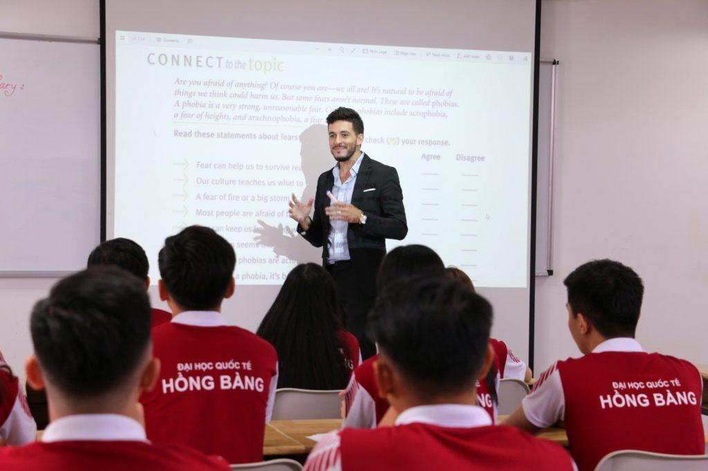 Ngành Ngôn ngữ Anh là gì? Học gì, ở đâu và ra trường làm nghề gì? – Trường Đại học Quốc tế Hồng Bàng