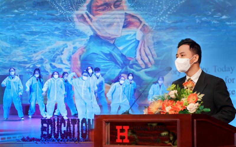 Giảng viên khối ngành sức khoẻ HIU xúc động chia sẻ tại Lễ khai giảng năm học mới